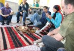 Susanne Horizon Fränzel erzählt über Songlines verschiedener indianischer Stämme, Tanz und Sprechkreise beim indianischen Brunch im Stöckach-Zentrum